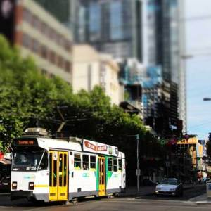 2-Melbourne-intersection-and-tram