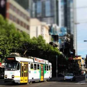 Melbourne-intersection-and-tram