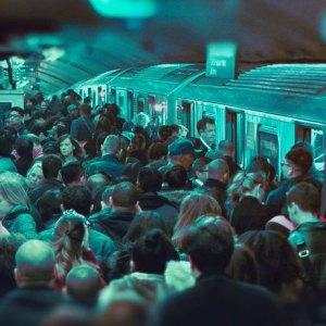 crowded-train-platform