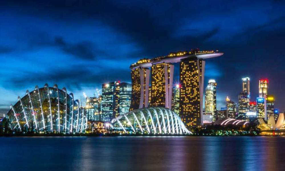 Marina-Bay-Singapore-at-night