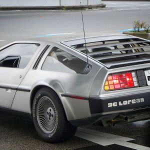 DeLorean-with-DSRPTOR-numberplate