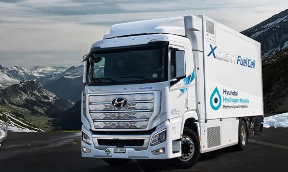 Hyundai-XCIENT-Fuel-Cell-hydrogen-truck-in-the-mountains